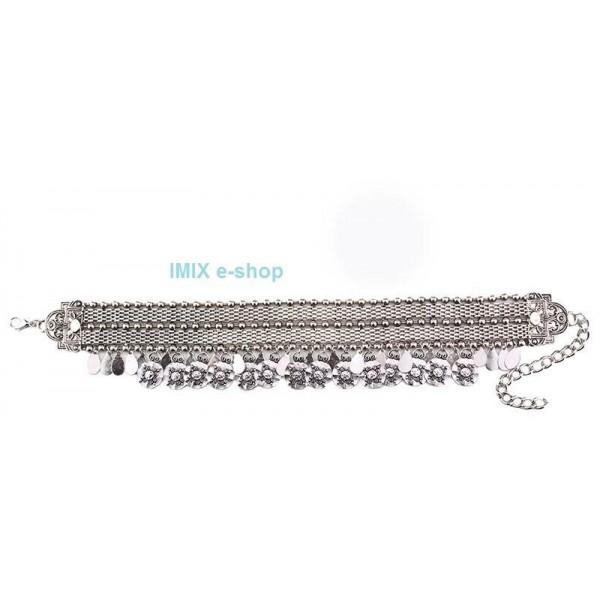 Kovový široký penízkový náhrdelník kolem krku