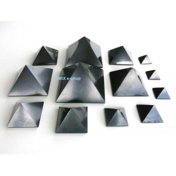 Šungitová pyramida 4 x 4 cm Karélie