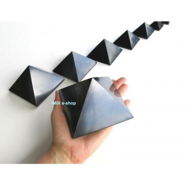 Šungitová pyramida 9 x 9 cm Karélie