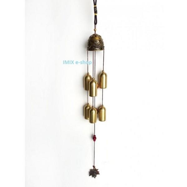 Zvonkohra se symboly Koi kaprů pro štěstí a dlouhými zvonky
