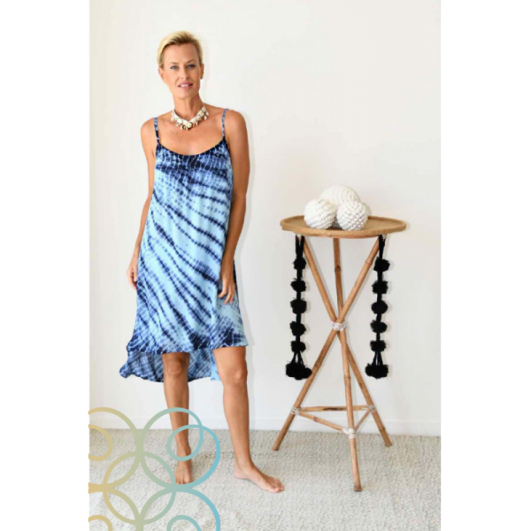 Dámské volné letní šaty na ramínka batikované střední délky