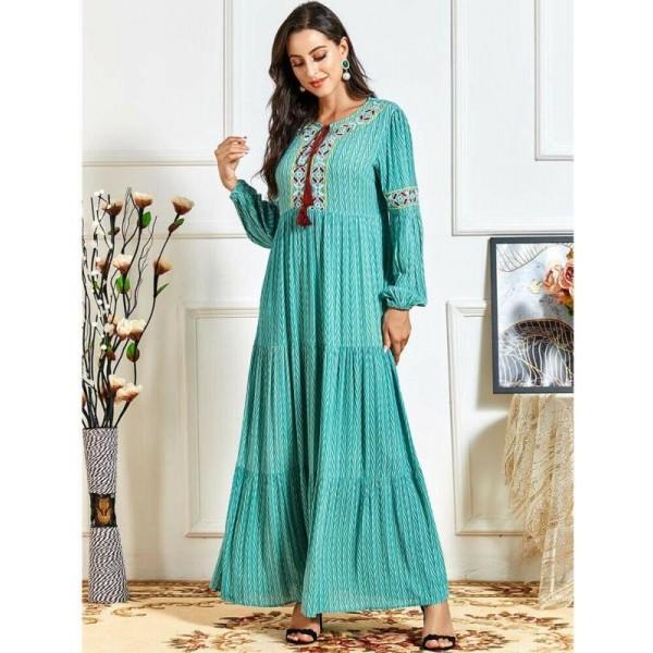 Orientální dlouhé Abaya šaty se zdobeným výstřihem