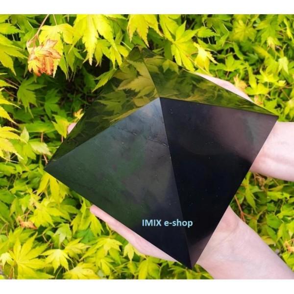 Šungitová pyramida 15 x 15 cm Karélie