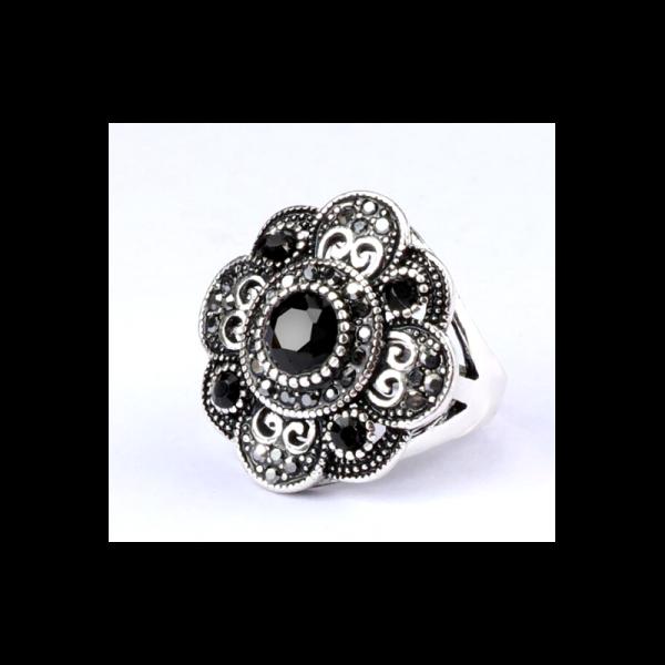 Ozdobný orientální prsten Asira s černým kamenem