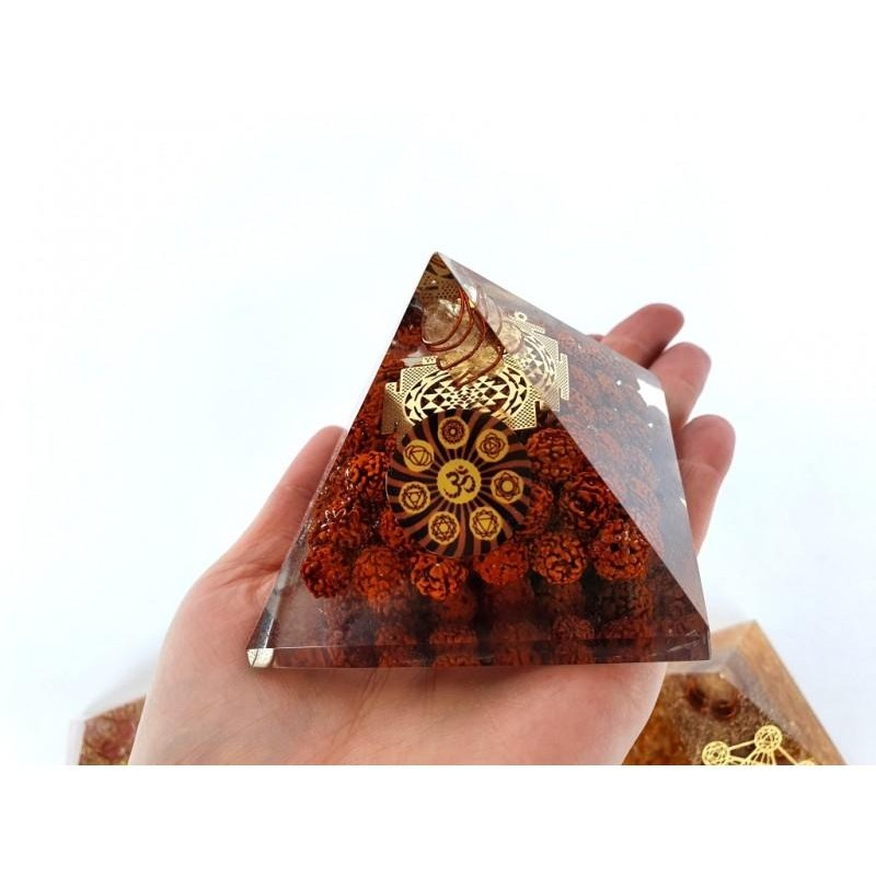 Orgonitová pyramida Shri Yantra a Rudraksha 8x8 cm