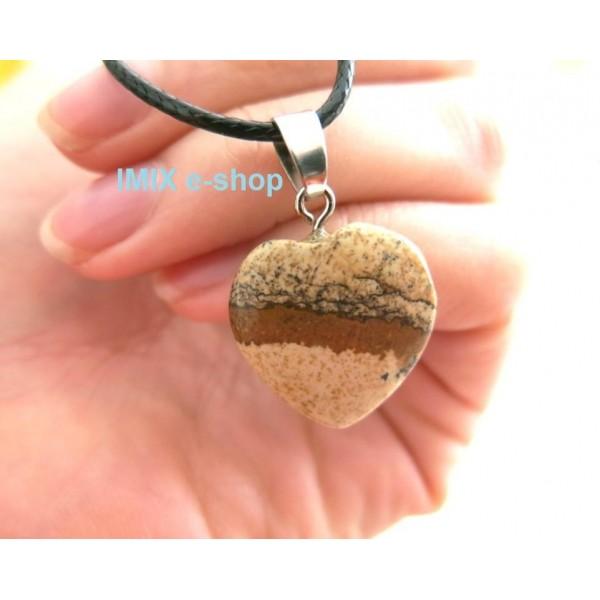 Broušený kámen ve tvaru srdce s řetízkem