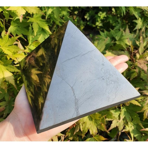 Šungitová pyramída 12 x 12 cm Karélie